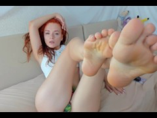 Redhead young girl showing sexy feet